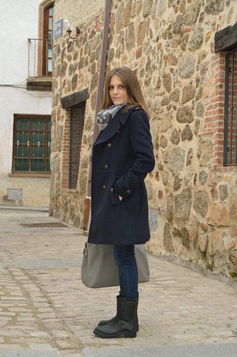 lara-vazquez-madlula-blog-winter-fashion-blue-coat-nautical-inspiration-putfit