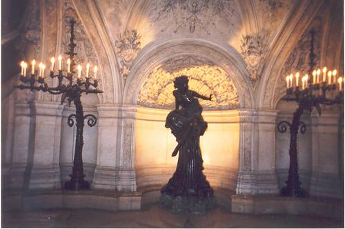 operastatue