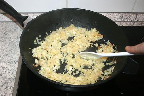 27 - Zwiebeln & Knoblauch andünsten / Braise onions & garlic lightly