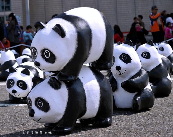 8 紙貓熊 1600貓熊之旅-台北 0224 台北市政府廣場展覽