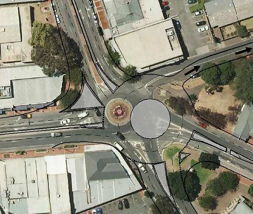 The changes currently recommended for Blackwood Roundabout by SA's DPTI.