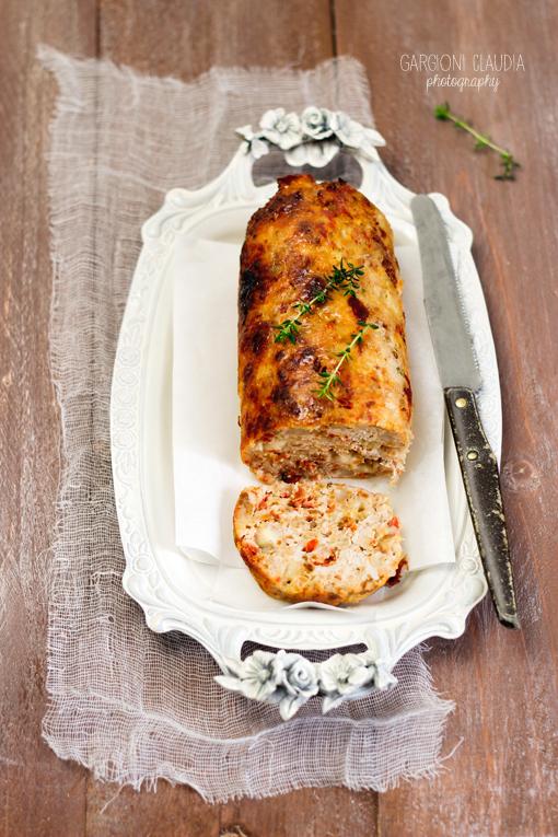 polpettone di pollo con salame piccante e provolone