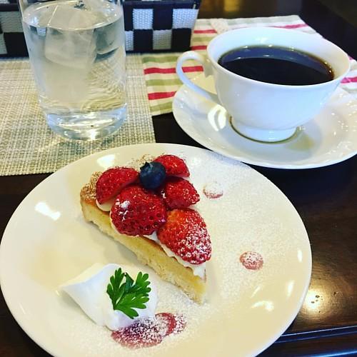 甘いもので癒しが欲しくなって高蔵寺駅近くのTidaさんで珈琲セット( ꒪⌓꒪)ふぅー #japanese #cafe #coffee #cake