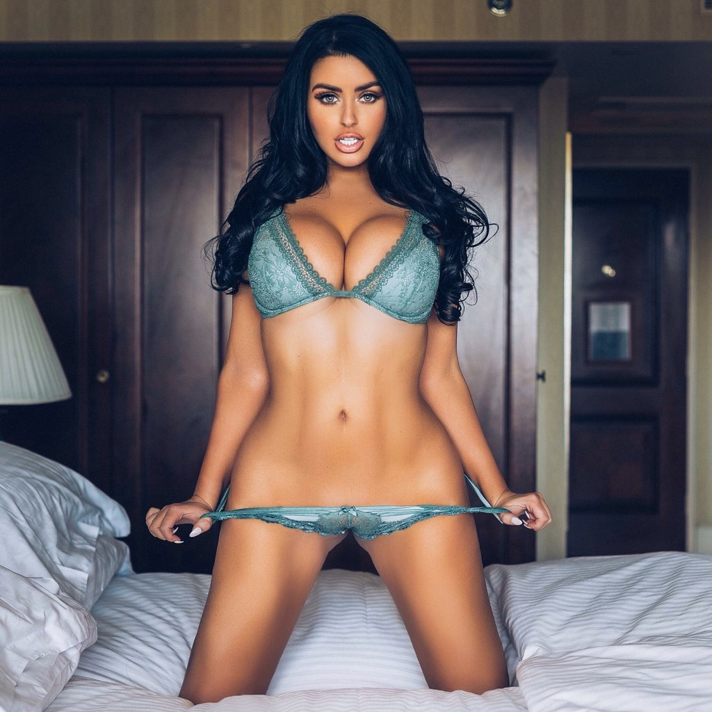 Right abigail ratchford apologise