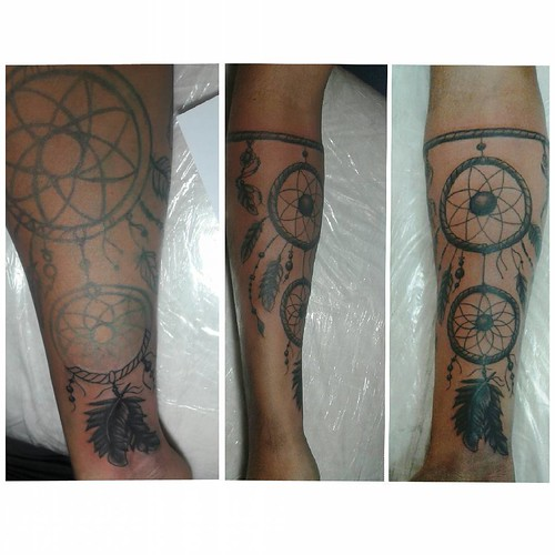 Filtro dos sonhos freehand... #filtrodossonhos #blackandgreytattoo #dreamcatcher #tattoo #freehandtattoo