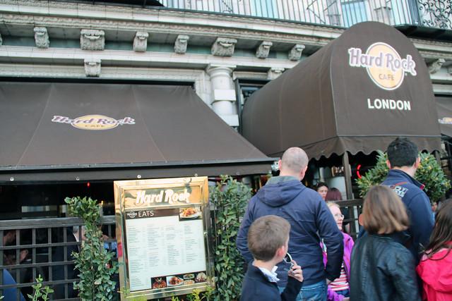 IMG_1706crowded hard rock cafe London