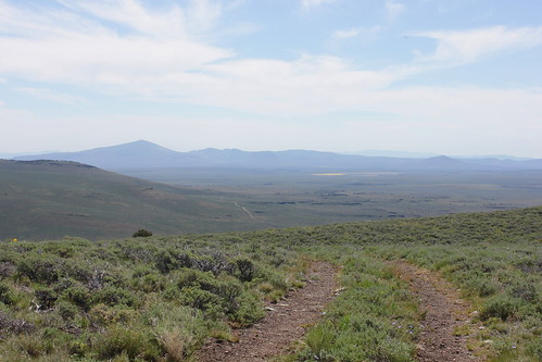 road blue sky mountain oregon hiking lakes peak plush warner valley wetlands antelope hart refuge wsweekly34