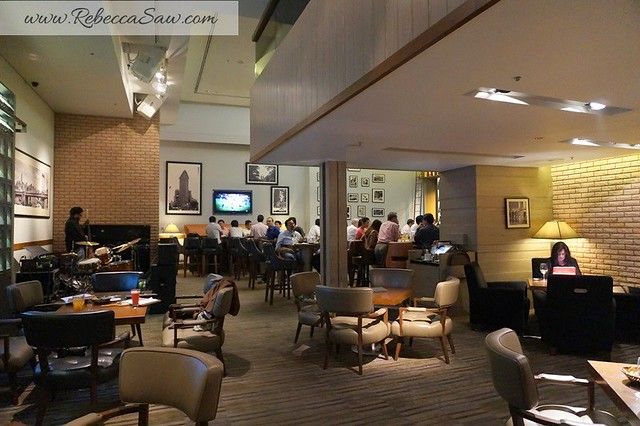 Arthurs Bar Shangri-la hotel KL - prime rib, burger, live band -007