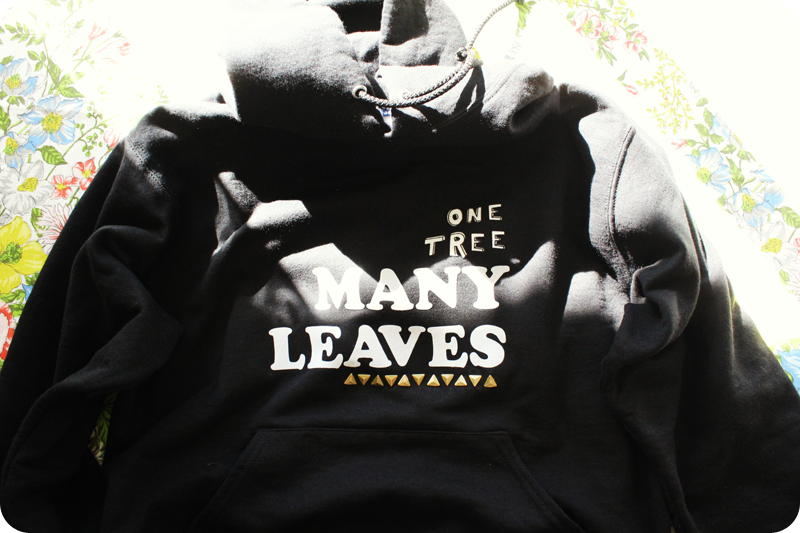 {diy gift} graphic sweatshirt | one tree many leaves