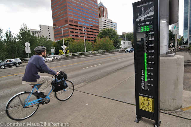 Hawthorne Bridge bike counter-1