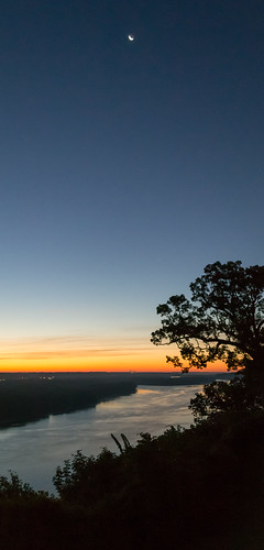 moon sunrise iowa mississippiriver dubuque mountcarmel sdgiere