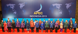 Secretary Kerry Poses for APEC Leaders' Family Photo