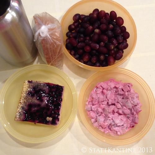 Stattkantine 29.10.2013 - Heringssalat, Blaubeer-Schmand-Kuchen, Trauben