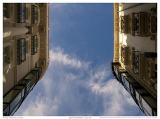 44/52: Mirando al cielo