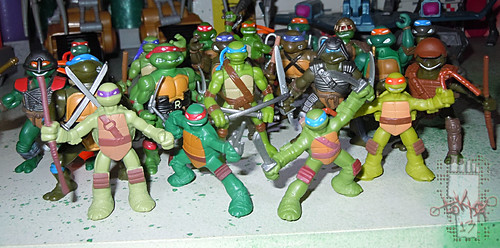 Nickelodeon TEENAGE MUTANT NINJA TURTLES :: MINI TURTLE FIGURE 4-PACK i (( 2014 )) Toys ''R'' Us