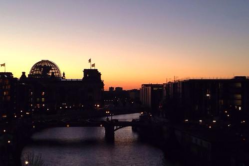 Abenddämmerung über dem Bundestag