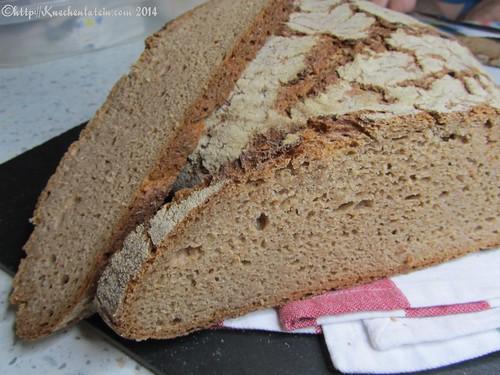 Vollkorn-Dinkelmischbrot mit Quark Brot Anschnitt