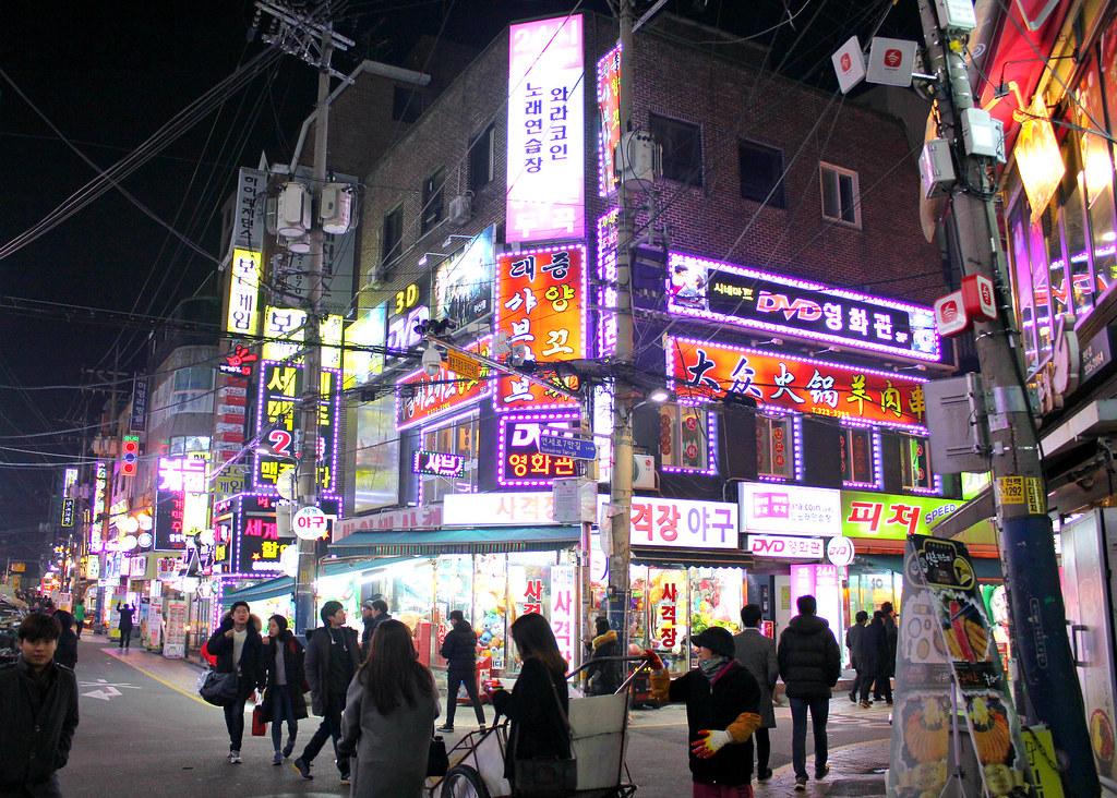 sinchon-shopping-street