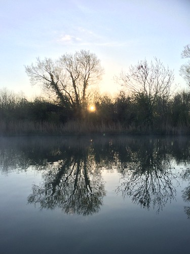 narrowboat cold reflections reflecting water sun sunrise mist boat sharpness gloucester canals