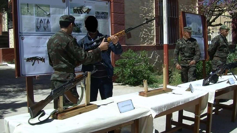 الصناعة العسكرية الجزائرية  [ AKM / Kalashnikov ]  33626733130_4873f3689c_o