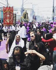 El infinito acompañamiento de las Devotas con Nuestra Señora de los Dolores. #LaSemanaSantaDelCucurucho #cng #domingoderamos
