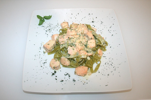 40 - Lachs in Dill-Sahne-Sauce - Serviert / Salmon in dill cream sauce - Served
