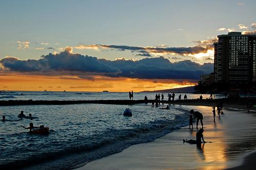 ocean sunset sky silhouette clouds hawaii sand nikon waikiki oahu horizon shoreline pacificocean waikikibeach yabbadabbadoo d40 kalakauaavenue kuhiobeachpark nikond40
