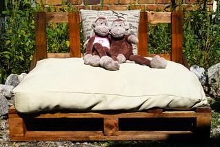 Straw Mulch Garden Seat 001