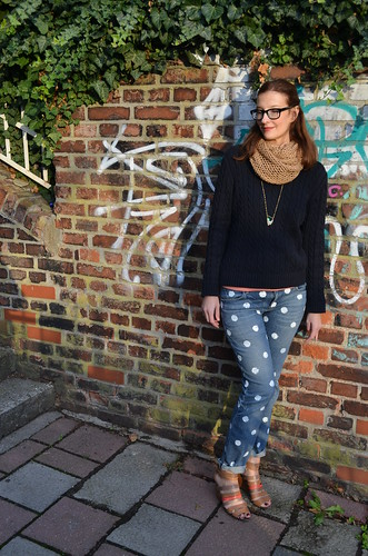 polka dot jeans outfit on graffit wall