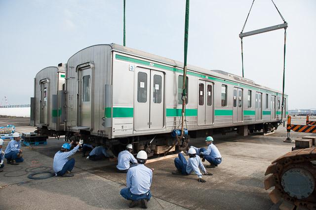 インドネシア向け埼京線205系 新潟東港卸し