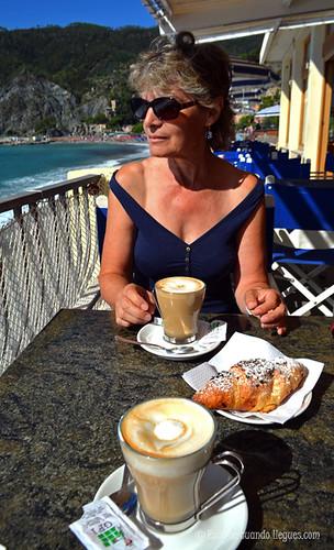 Café, dulces y una vistas impresionantes desde un restaurante situado en Monterosso al Mare