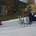 Sníh je zatím na užším pruhu, ale na první lyžovačku to stačí., foto: Monínec