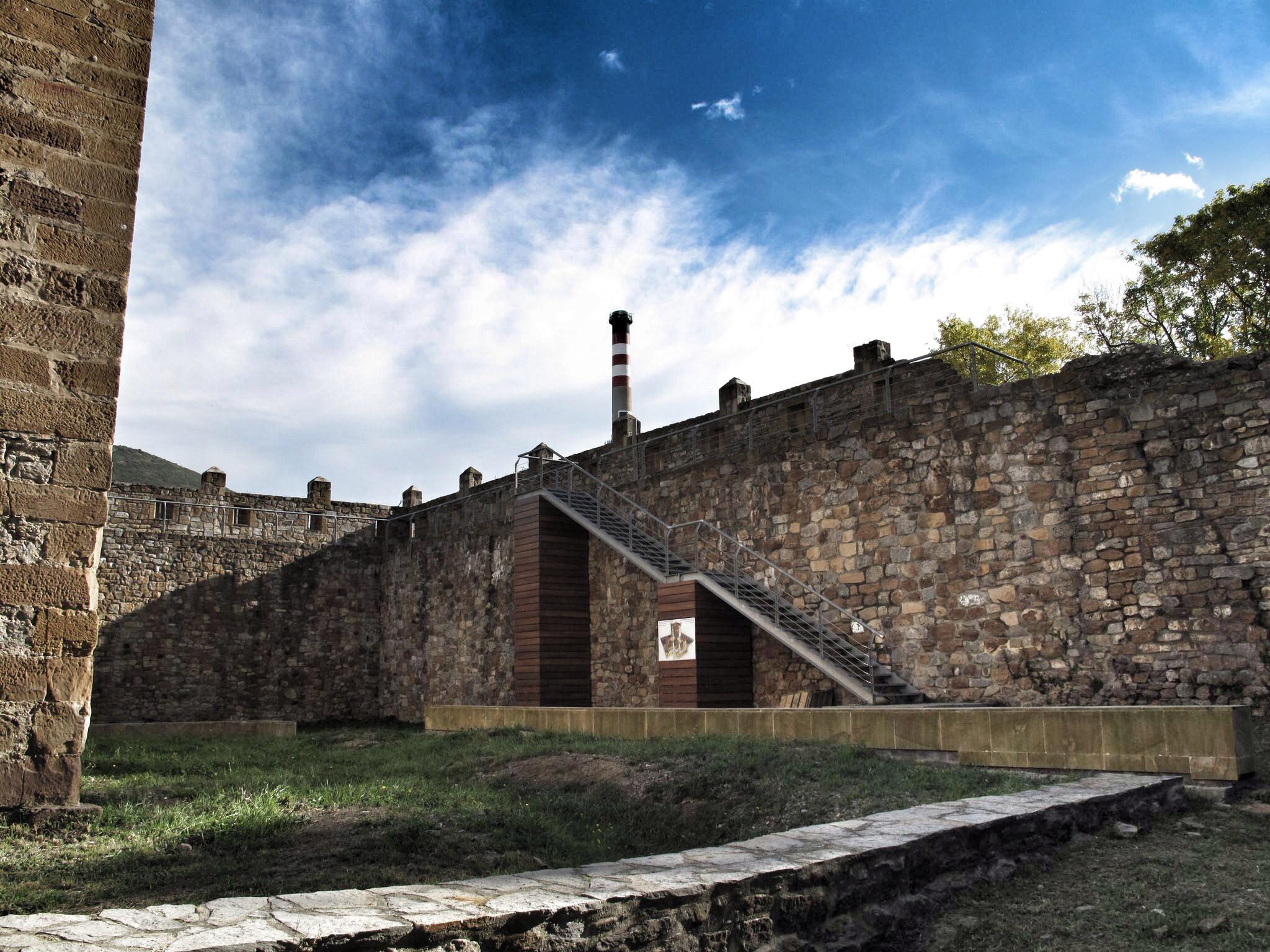castillo de muñatones_acceso paso de ronda_adarve