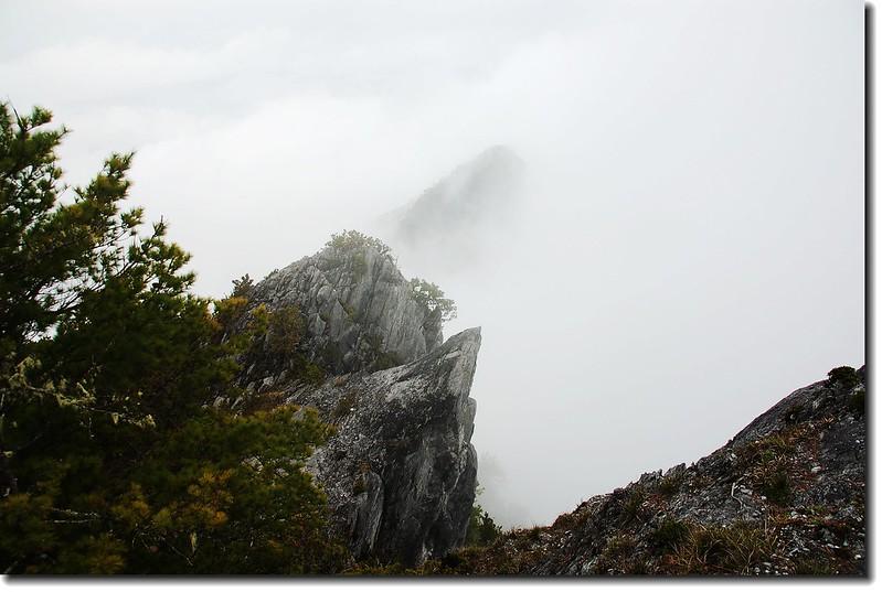 巨石(立霧主山下)