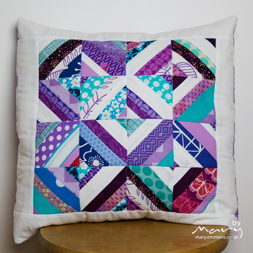 String Block cushion cover