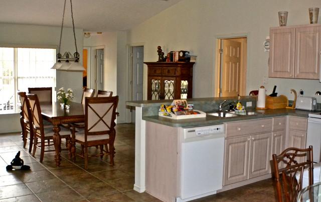 Van Der Valk Golf Resort. Inverness, Florida - kitchen and dining room