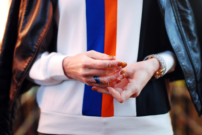 Sporty stripes & fingertip rings