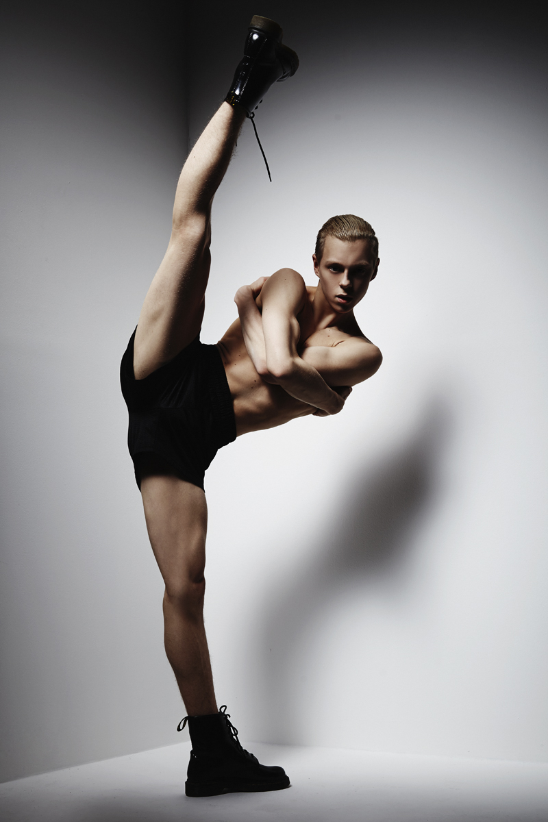 attekilpinen_tanssija_mikkoputtonen_studio_tanssikuva_dance_web