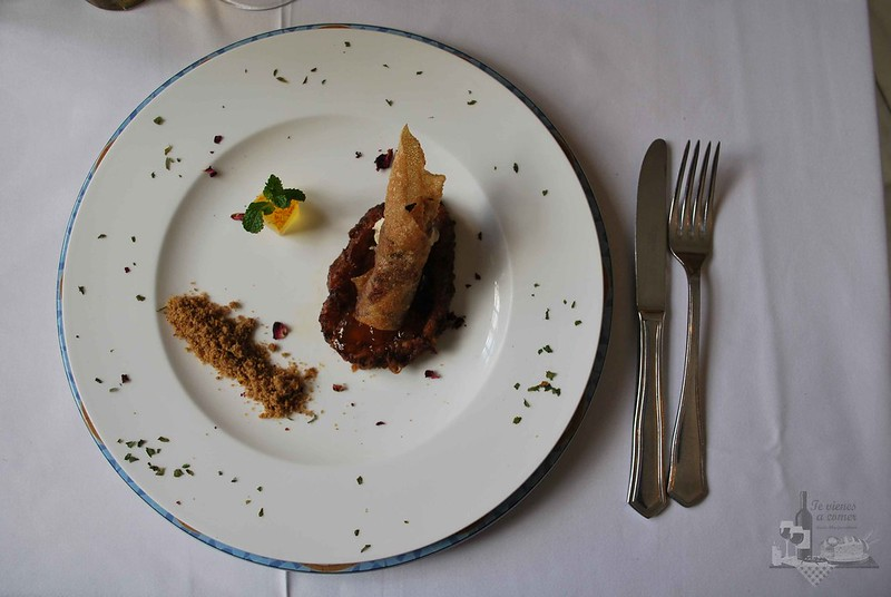 Torrija antigua sevillana con crujiente picante de pato