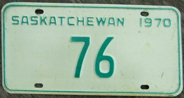SASKATCHEWAN 1970 ---TWO DIGIT LICENSE PLATE #76