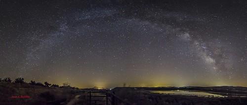 Panorámica de la Vía Láctea sobre la Laguna del Salobral