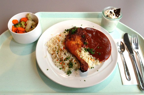 Hähnchenkeule mit BBQ-Sauce & Gemüsereis / Chicken leg with BBQ sauce & vegetable rice