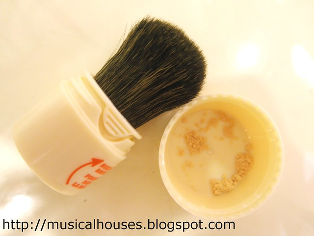 Benefit Porefessional Shine Vanishing Powder brush and cap