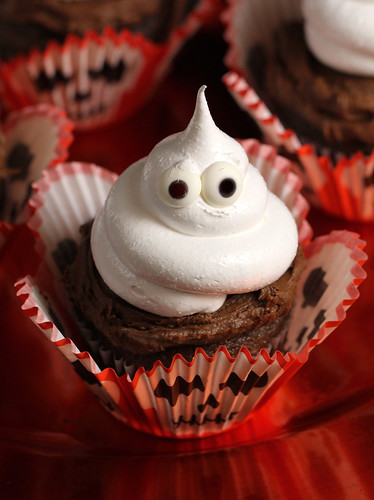 Chocolate Marshmallow Ghost Cupcake