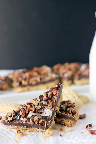 Toasted Pecan Shortbread Bark | beyondfrosting.com | #chocolate #cookie #Christmascookie