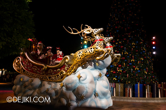 HKDL - Christmas Illumination - A sleigh arrives