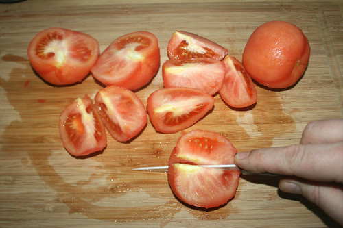 21 - Tomaten vierteln / Quarter tomatoes