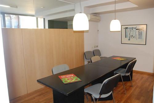 El centre compta amb una sala de reunions.