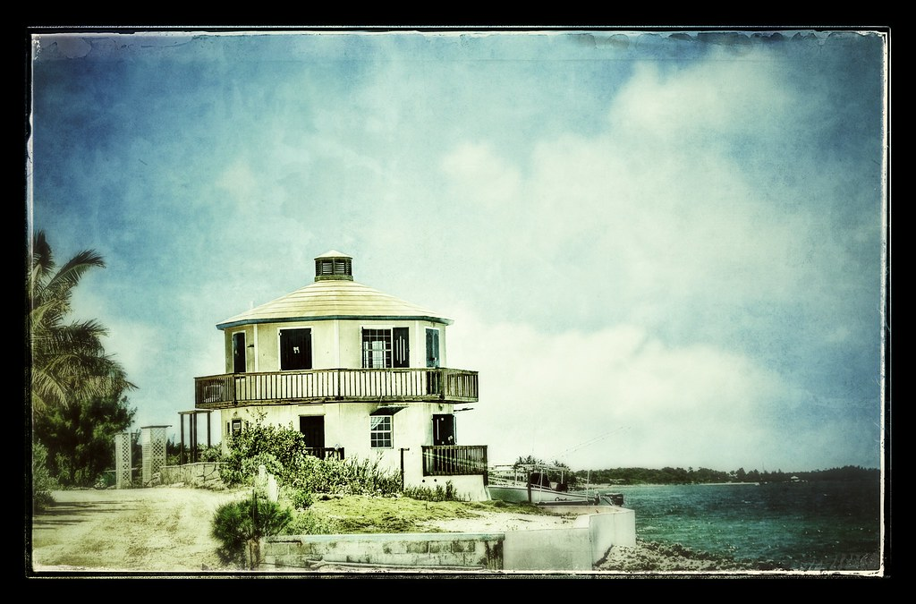 Image of house in Marsh Harbor in the Bahamas