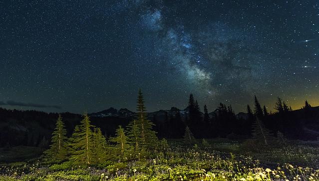 Milky Way over Tatoosh Range (Mt Rainier NP, WA)